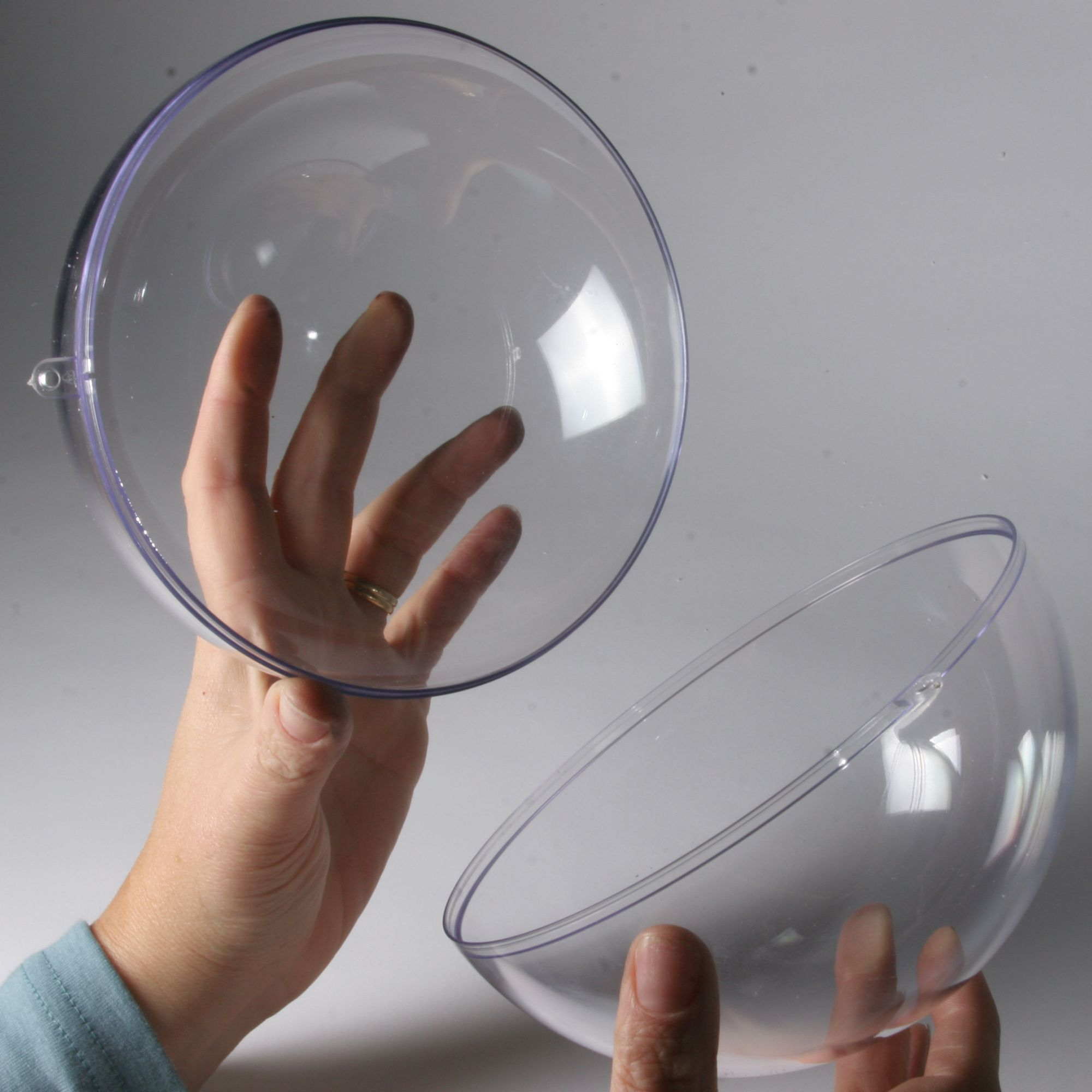 Clear plastic balls for display craft and packaging for Where to buy lucite