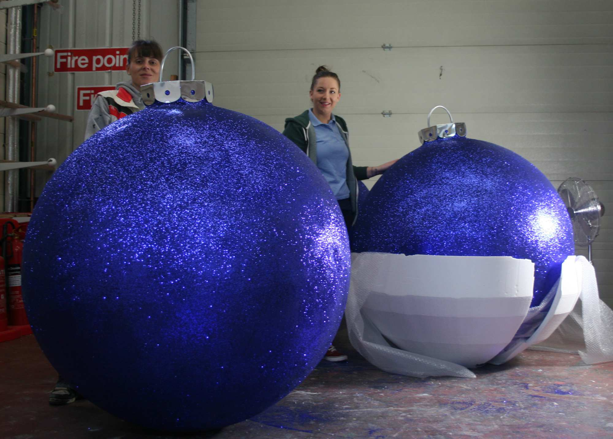 Best 28 large baubles oversized glittered bauble b for Large christmas baubles for outside